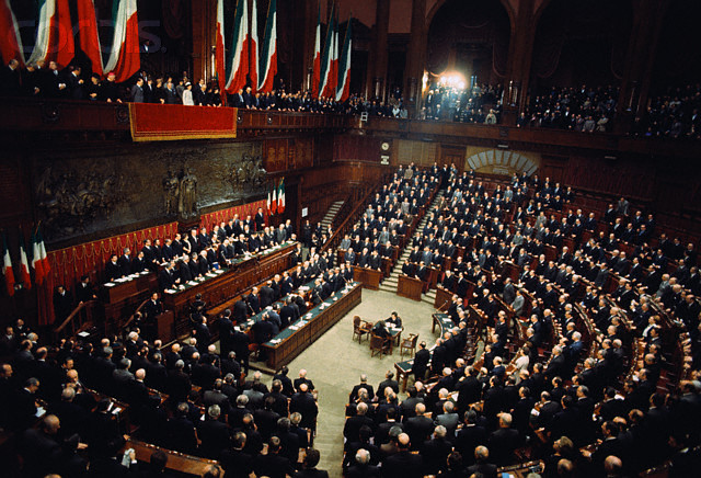 Giovanni Leone presta giuramento in Parlamento Image by © Bettmann/CORBIS