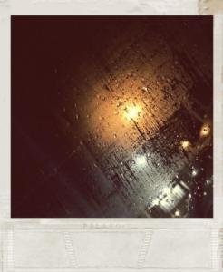 """""""Un po' come quando si guarda la vita da una macchina ferma in sosta sotto la pioggia: tutto scorre senza rumore, anche nel caos più assordante."""" - www.matteotuveri.it"""
