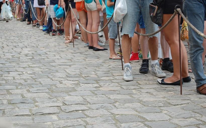 In fila. Per esserci, di Matteo Tuveri (www.mockupmagazine.it)