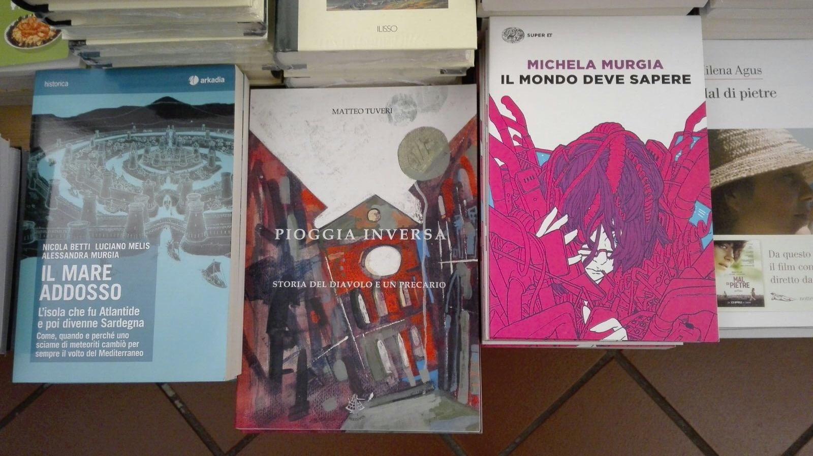 Pioggia inversa alla Libreria Hemingway di Villasimius (Cagliari).