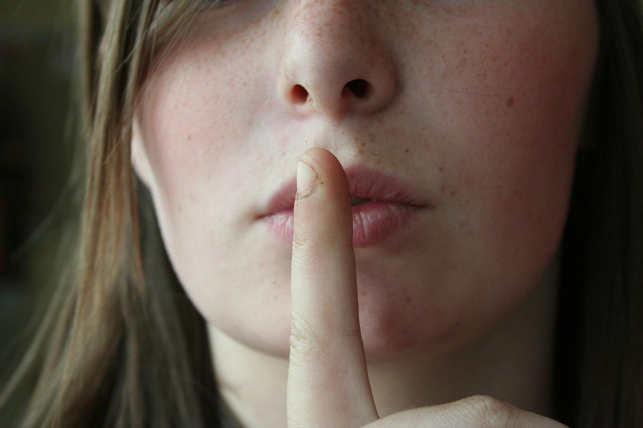 Il silenzio che aggiunge - Editoriale di Matteo Tuveri su www.mockupmagazine.it